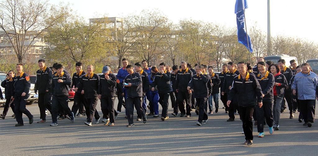 中铝沈加工会和团委联合举办健步走活动