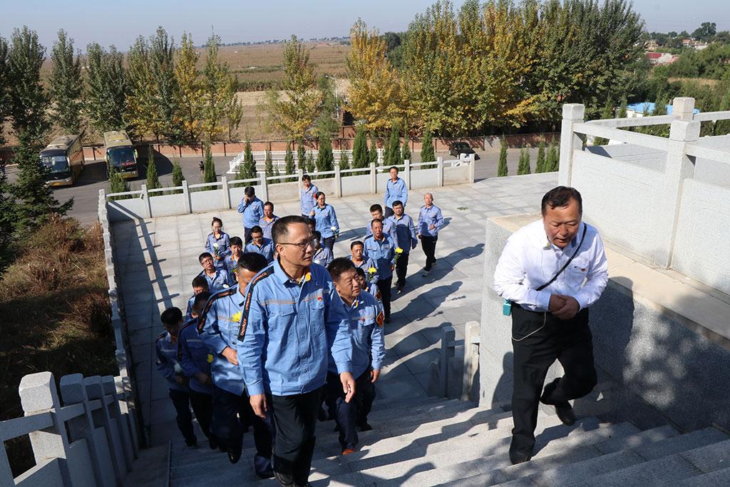 公司党委举行缅怀革命先烈活动