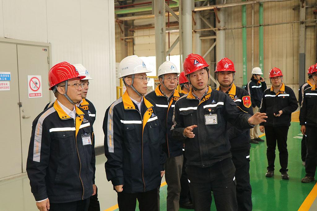 中铝集团党组成员、总会计师叶国华到中铝沈加调研